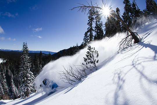 deep powder snow turn