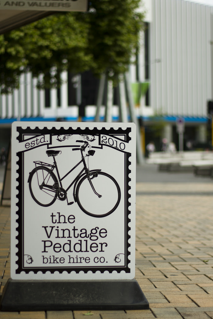the vinatge peddler exterior sign